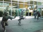空港で踊る人たち.jpg